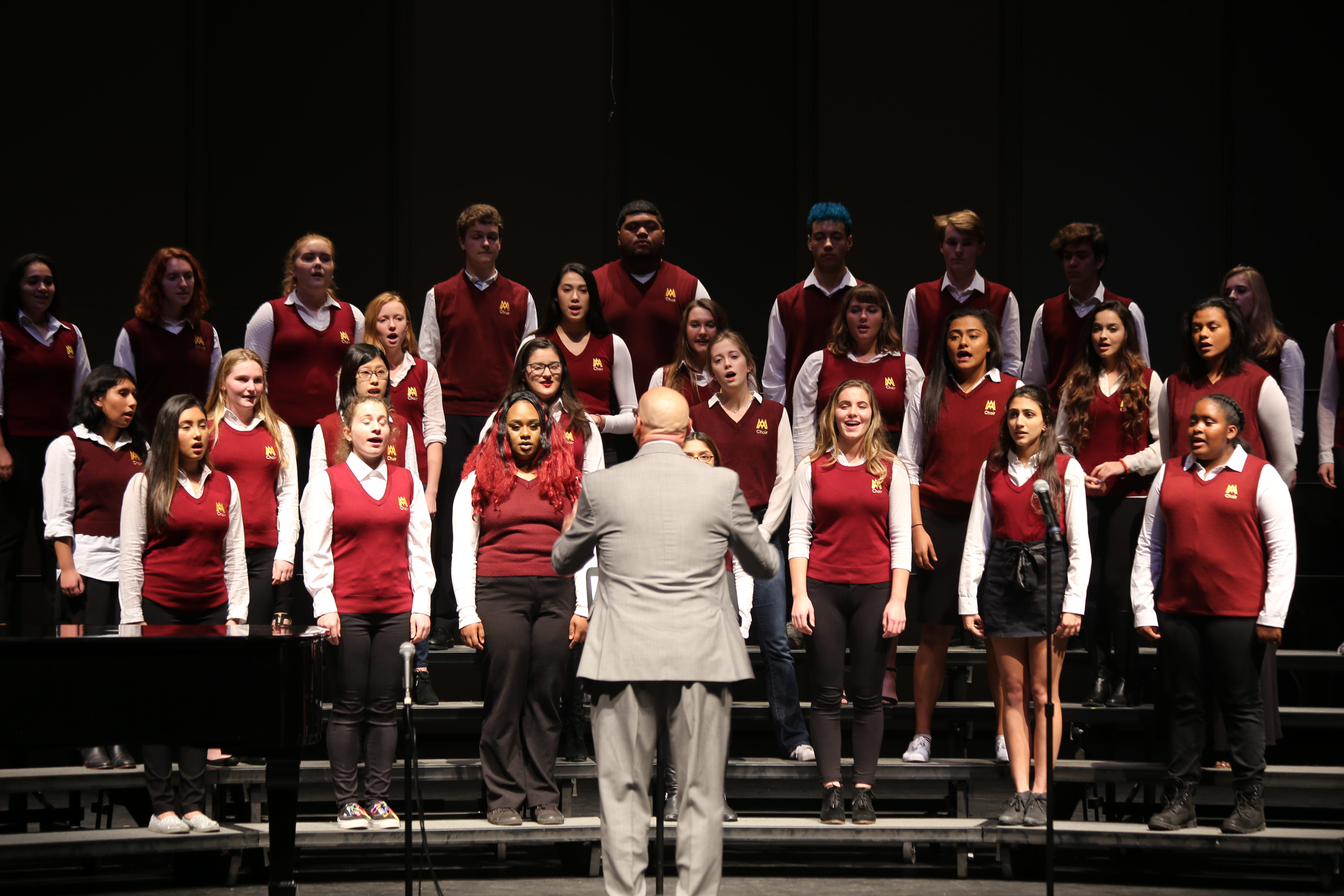 Choir and guitar concert rings in holiday spirit