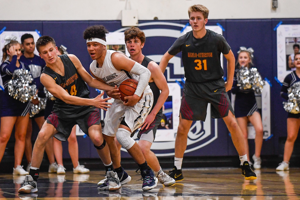 Boys Basketball Defeats Carlmont, Wins PAL South Title