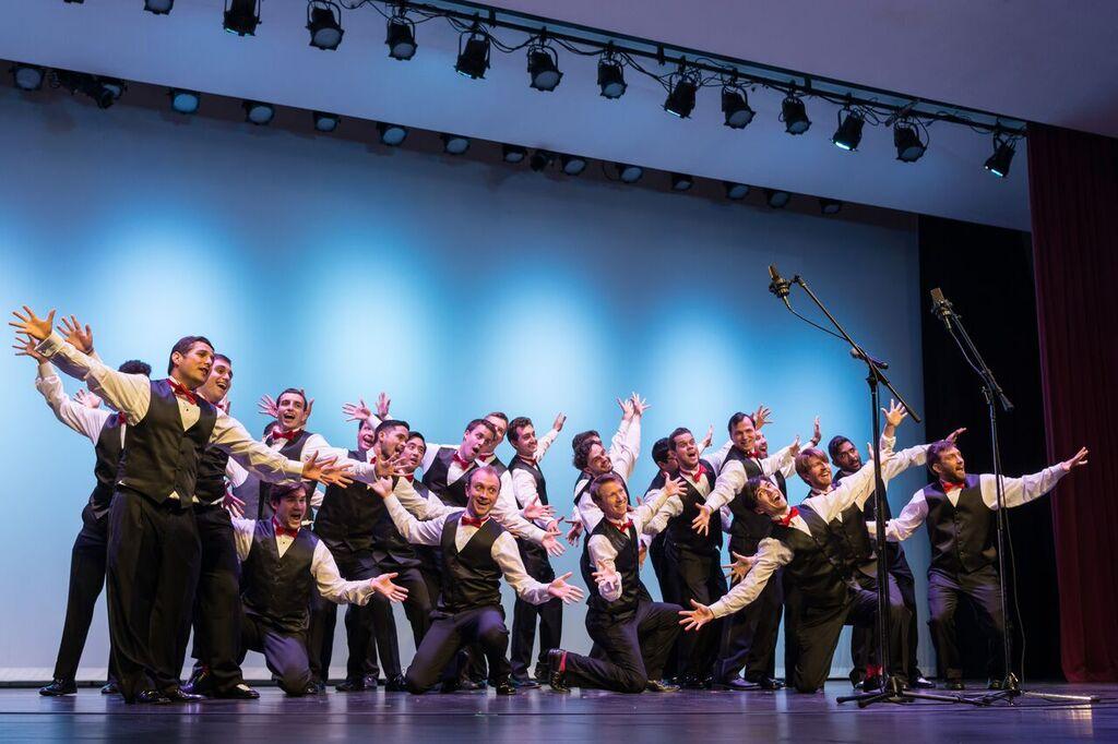 """""""Fleet Street"""" A Cappella: Bringing together generations of students"""